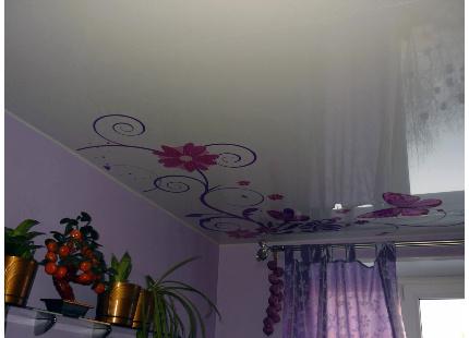 натяжные потолки фото с рисунком для спальни